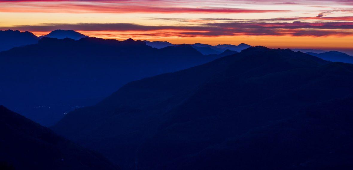 sunset-mountains-1082327_1920
